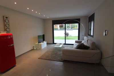 Modern new house in a prestigious community Montemar in Castelldefels